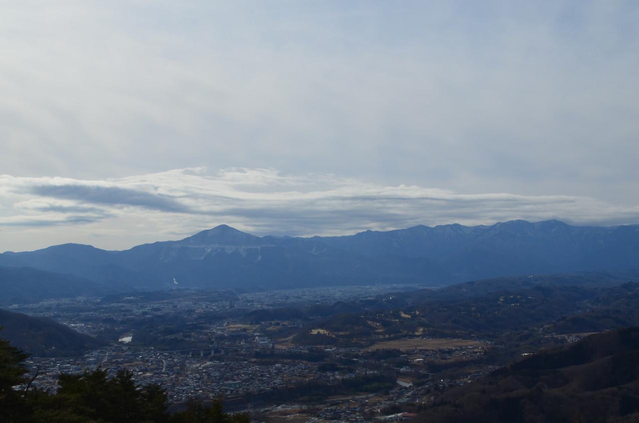宝登山山頂より秩父盆地を望む